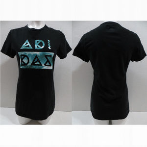 Adidas top Medium The Go To Tee grapic logo black
